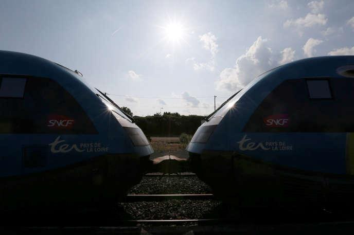 Le trafic SNCF a été perturbé pendant trois mois, du 3 avril au 28 juin, par un mouvement unitaire contre la réforme ferroviaire organisé en 18 épisodes de deux jours de grève sur cinq jours.