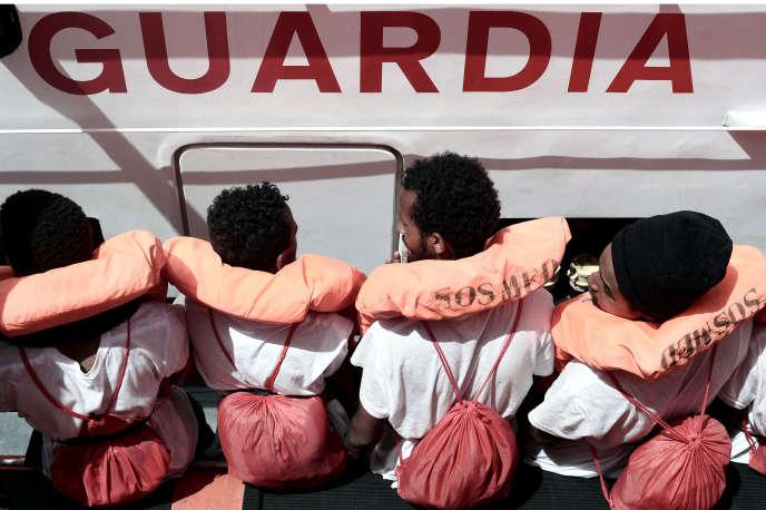 Des passagers à bord de l'«Aquarius», mercredi 13 juin.