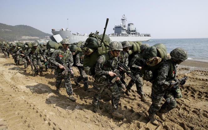 Exercice militaire organisé par l'armée américaine avec les troupes sud-coréennes, àPohang, en Corée du Sud, le 30 mars 2015.