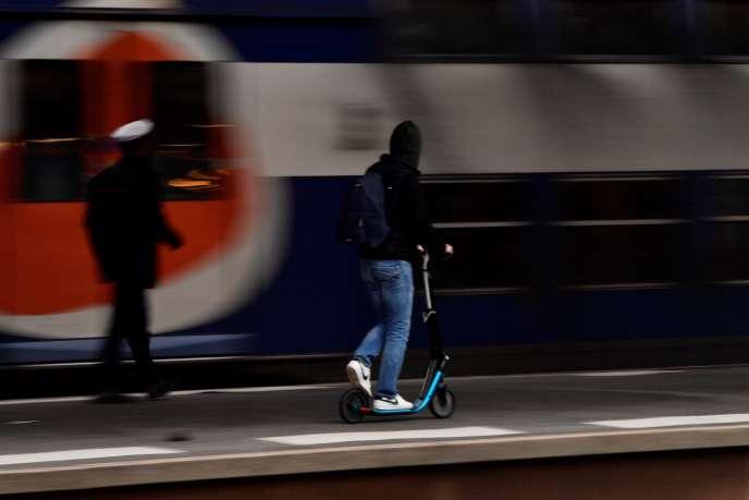 A la gare de Lyon à Paris, le 3 avril.