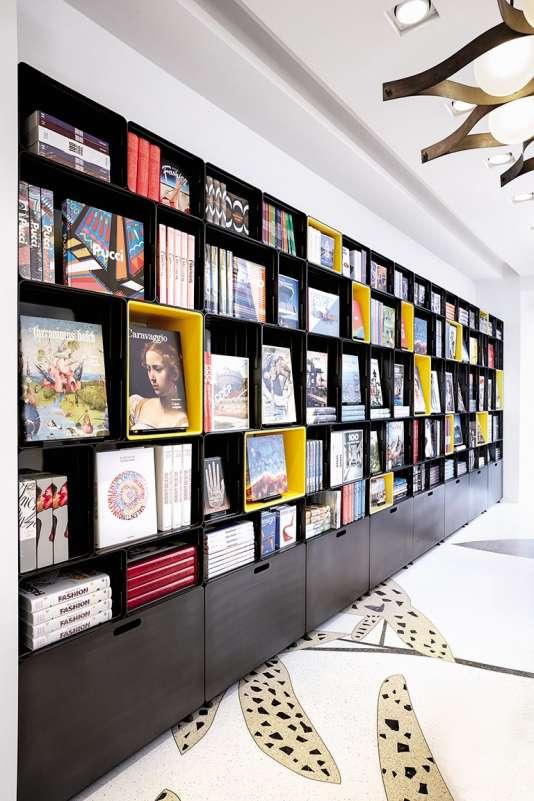 Marc Newson, 54 ans, a dessiné les rangements de la boutique Taschen à Milan.