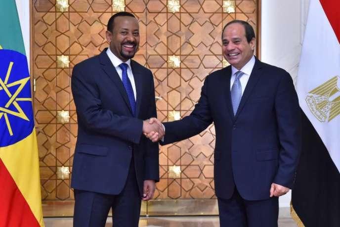 Le premier ministre éthiopien, Abiy Ahmed, et le président égyptien, Abdel Fattah Al-Sissi, au Caire, le 10juin.