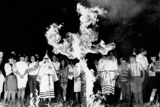 Cérémonie du Ku Klux Klan dans le Maryland, en 1966.