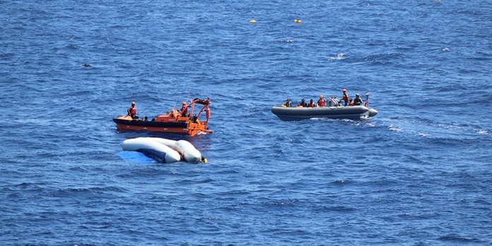 Résultats de recherche d'images pour «Quarante migrants secourus en Méditerranée par un navire américain attendent de pouvoir débarquer»