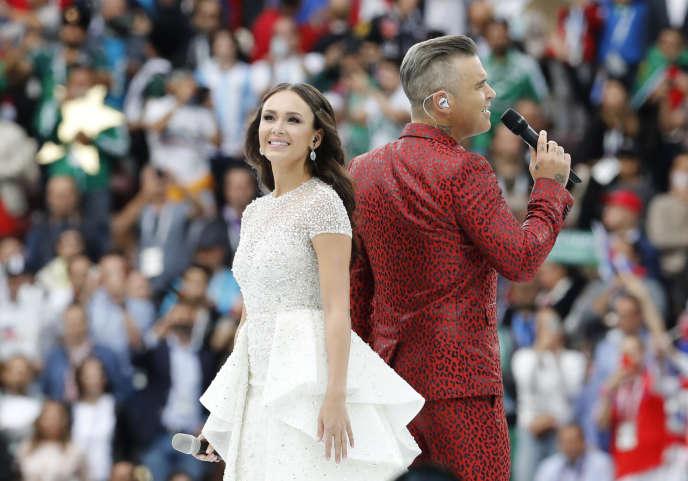 Robbie Williams et la Russe Aida Garifullina ont animé la cérémonie d'ouverture.