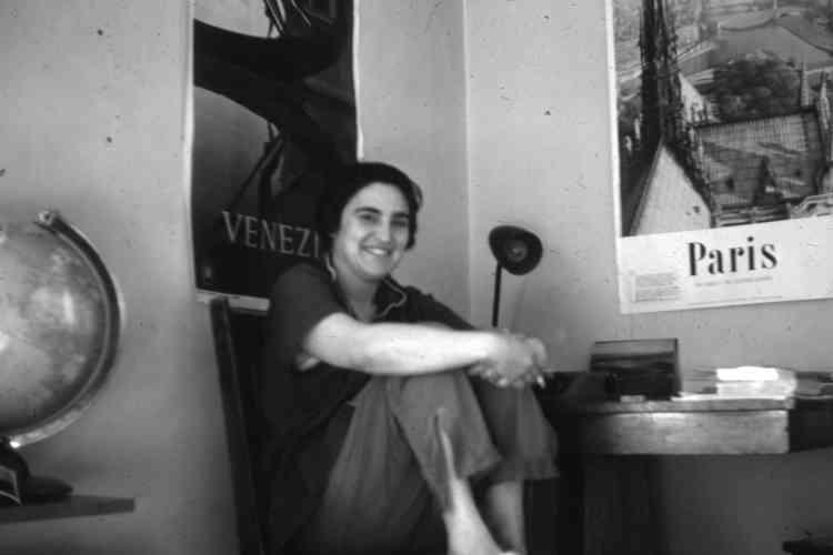«Reconnue comme l'une des artistes libano-américaines les plus importantes de la modernité, Etel Adnan‒ qui reste une féministe engagée‒ fait ce trait d'union entrel'Orient etl'Occident. Elle crée des passerelles culturelles pour être l'un avec l'autre», conclut Sébastien Delot.
