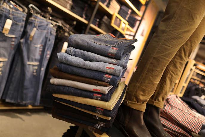 Les taxes imposées par l'UE s'appliquent à une liste de biens fabriqués aux Etats-Unis, parmi lesquels les jeans.