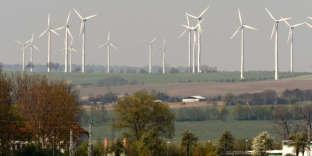 Des éoliennes à Prenzlau, dans le Land de Brandebourg (nord-est de l'Allemagne).