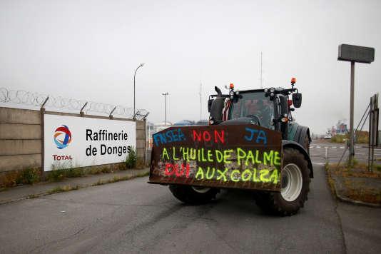 Blocage de la raffinerie Total de Donges (Loire-Atlantique) par les syndicalistes de la FNSEA, le 11 juin.