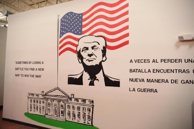 Donald Trump est le premier représenté à l'entrée ducentre de détention pour les migrants mineurs de la ville deBrownsville (Texas).