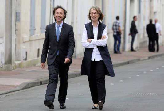 La ministre de la culture Françoise Nyssen en compagnie de Stéphane Bern, chargé d'une mission sur le patrimoine, à Rocherfort, le 14 juin 2018.