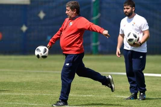 Hernan Gomez, un coach qui veut avoir de la bouteille.
