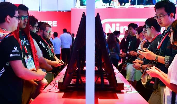 Des joueurs essaient« Super Smash Bros. Ultimate», la principale nouveauté de Nintendo pour la fin d'année, au salon de l'E3.