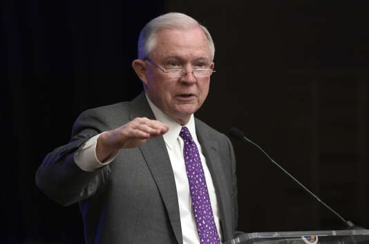«Entrer illégalement aux Etats-Unis est un délit. (…). Et avoir des enfants ne vous protège pas», a lancé Jeff Sessions.