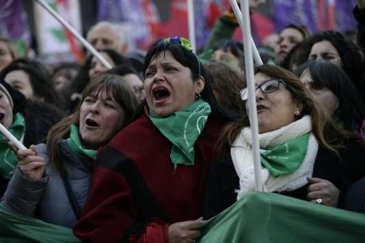 Manifestation de joie à Buenos Aires, le 14 juin, après le vote des députés en faveur de la légalisation de l'avortement.