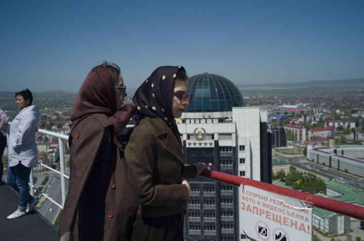 La vue sur Grozny depuisle toit-terrasse du Grozny City Towers.