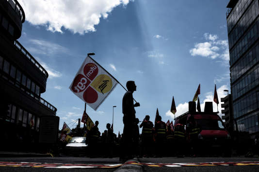 Des manifestants de la CGT-Cheminots, à Lyon, le 12 juin.