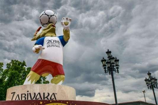 Zabivaka, la mascotte de la Coupe du monde de football au parc Manezhnaya de Moscou, le 7 juin.