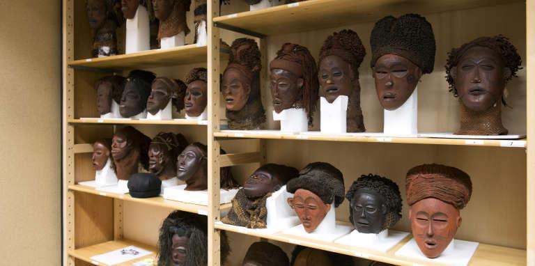 Masques entreposés dans les réserves du Musée royal de l'Afrique centrale à Tervuren (Belgique).