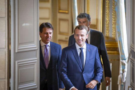 Emmanuel Macron, président de la République, et le premier ministre italien, Giuseppe Conte, participent à une conférence de presse à l'Elysée à Paris, vendredi15 juin 2018.
