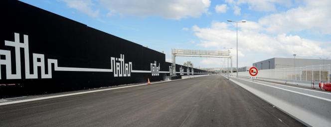 Les murs décorés du tronçon nord de la future autoroute urbaine L2 à Marseille.