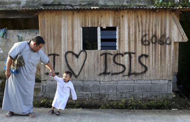 A Marawi, après la reprise de la ville à l'EI par les forces gouvernementales. Sur la maison :« J'aime l'EI».