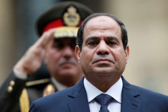Le président égyptien Abdel Fattah Al-Sissi lors d'une cérémonie militaire, à Paris, le 26novembre 2014.