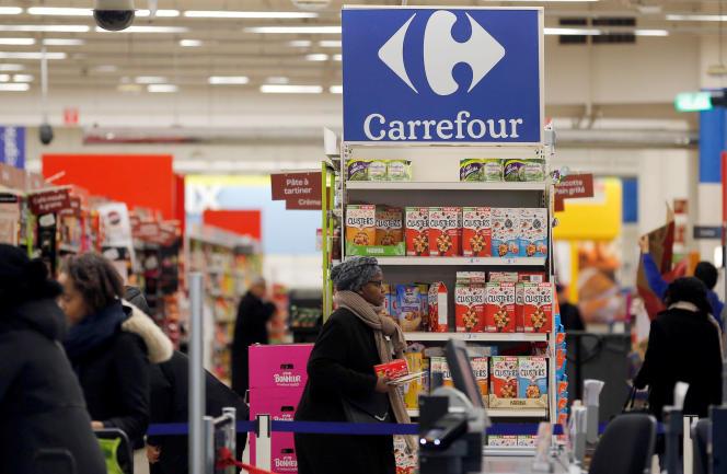 Un hypermarché Carrefour à Montreuil (Seine-Saint-Denis), en février.