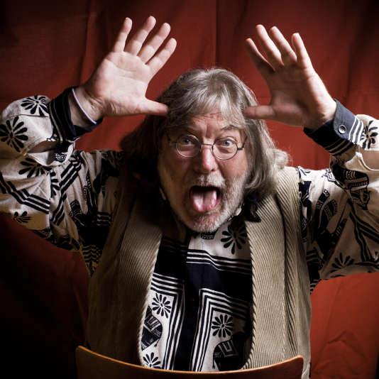 Roger Siffer, artiste régionaliste protéiforme, à la Chouc'routerie, son restaurant-cabaret strasbourgeois.