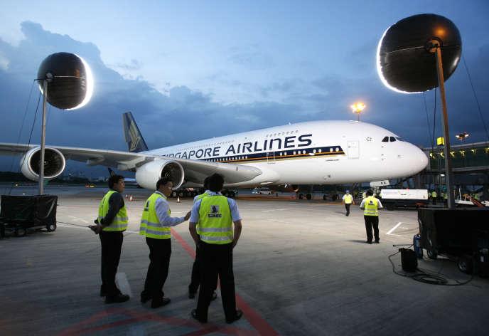 Un Airbus A380 de Singapore Airlines lors de sa livraison à l'aéroport Changi de Singapour, le 17 octobre 2007.