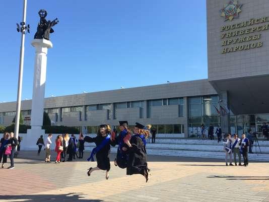 C'était aussi jour de distribution des diplômes à l'université de l'Amitié entre les peuples.