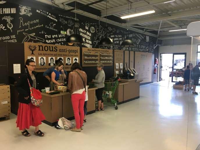 Nous, l'épicerie anti-gaspi, a ouvert ses portes le 4 mai, à Melesse, en Ille-et-Vilaine.
