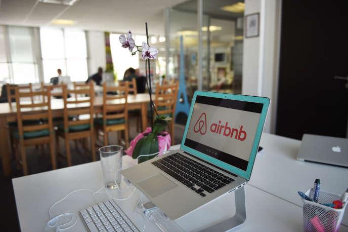 Les bureaux de la plate-forme de locations touristiques Airbnb, à Paris, en 2015.