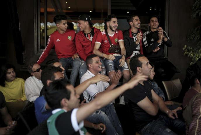 Dans un café de Rabat, pendant la rencontre Maroc-Iran, vendredi15 juin.
