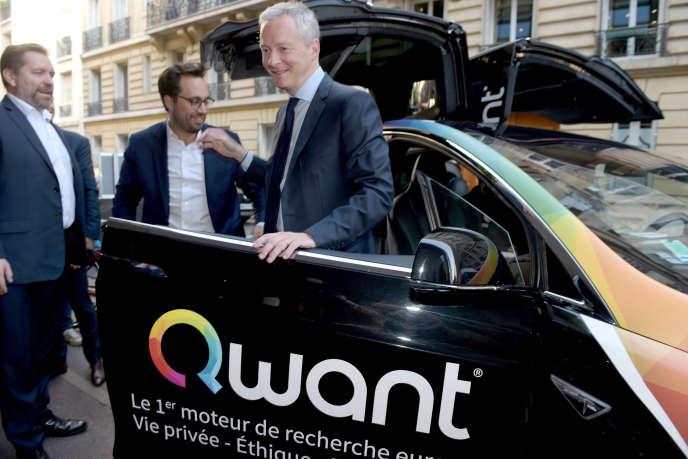 Eric Léandri (à gauche), PDG de Qwant, accueille le ministre de l'économie, Bruno Le Maire, et le secrétaire d'Etat au numérique, Mounir Mahjoubi, au siège de la société, le 14 juin.