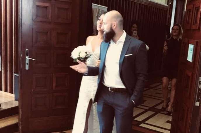 Lors du mariage de Pierre Rosset et Jennifer Crommar, à la mairie de Villeurbanne (Rhône), mai 2018.