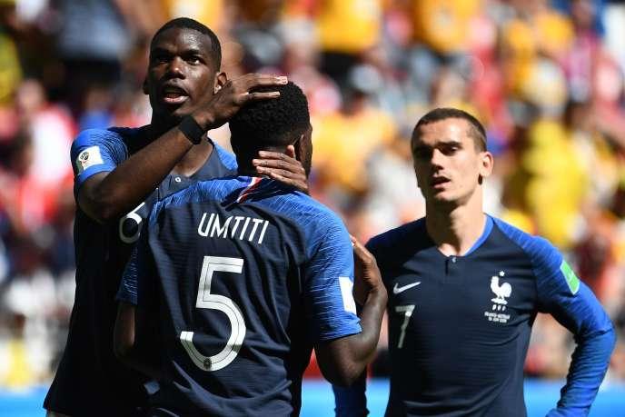 Paul Pogba, Samuel Umiti et Antoine Griezmann face à l'Australie, le 16 juin, à Kazan.