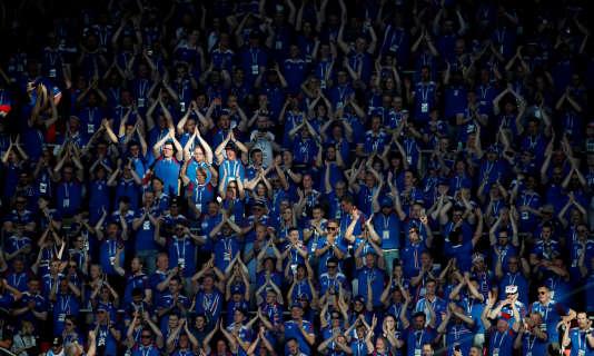 Moins nombreux que leurs homologues argentins, les supporteurs islandais ont fêté le match nul de leur équipe.