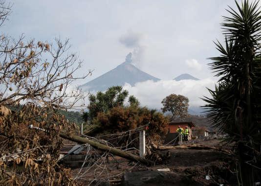 Trois volcans sont en éruption au Guatemala.
