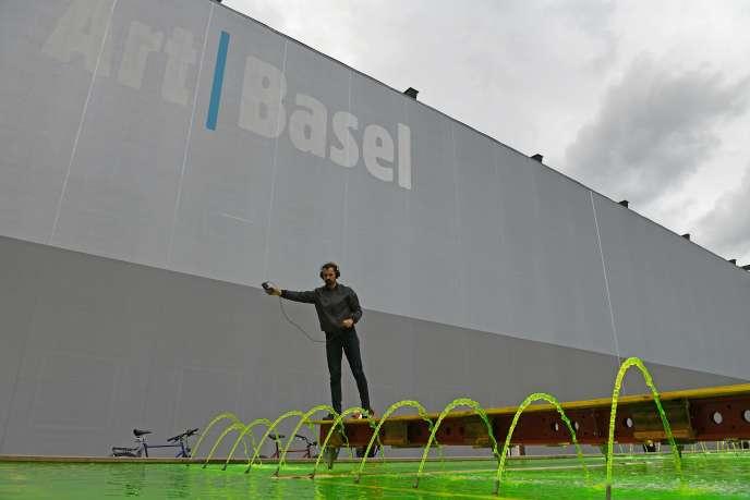 En raison de l'épidémie de Covid-19, la puissante Art Basel songe à décaler ses dates de juin à la mi-septembre.
