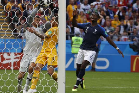 Paul Pogba, auteur du but de la victoire pour l'équipe de France contre l'Australie, le 16juin 2018 à Kazan.