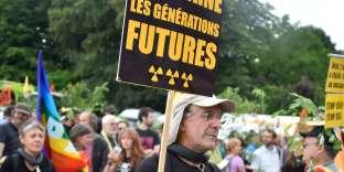Un manifestant, samedi 16 juin à Bar-le-Duc.