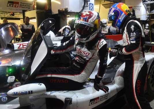 Quand Fernando Alonso prend le relais de Sébastien Buemi à 1 h 30 du matin dimanche 17 juin, sa Toyota a 2 min 15 s de retard sur sa voiture soeur.