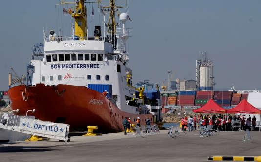 L'« Aquarius» est arrivé dans le port de Valence dimanche 17 juin en fin de matinée.