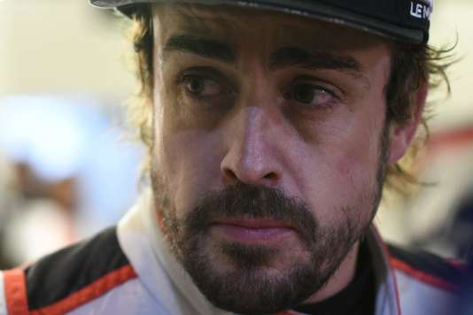 « La course est très longue» et la fatigue marque le visage de Fernando Alonso, dimanche 17 juin au matin.