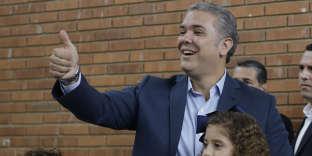 Ivan Duque, juste après avoir voté, le 17 juin à Bogota.