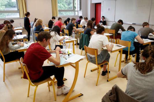 Des candidats au bac, au lycée La Bruyère, à Versailles, le 18 juin 2018.
