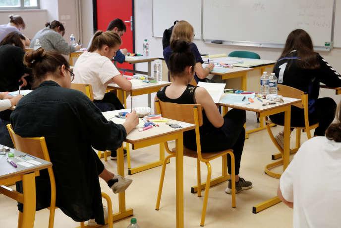 Epreuve du bac 2018 au lycée LaBruyère, à Versailles.