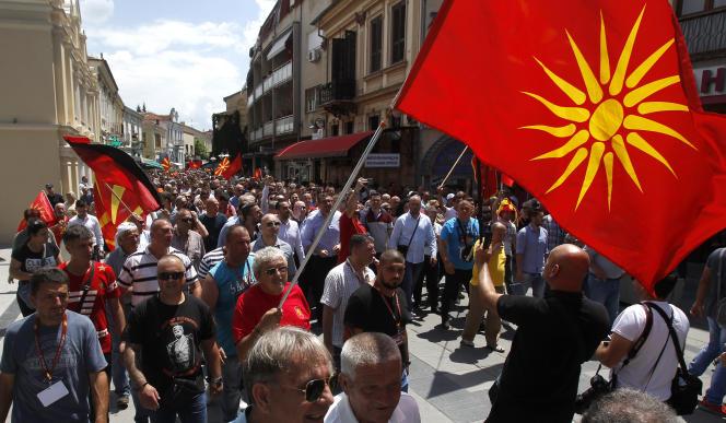 Manifestation contre l'accord sur le nouveau nom de Macédoine du Nord, à Bitola, en République de Macédoine, le 17 juin.