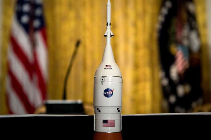 Une maquette de fusée avant le Conseil national spatial organisé le 18 juin à la Maison Blanche.